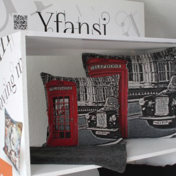 maxilari_london_taxi_tapestry_pillow_40X40_55X55