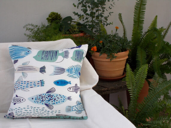 Summer_pillow_Fishes_white_font