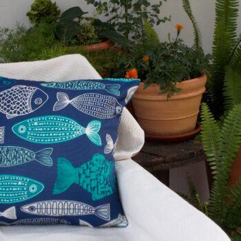 Καλοκαιρινο μαξιλαρι Ψαράκια σε μπλε φόντο